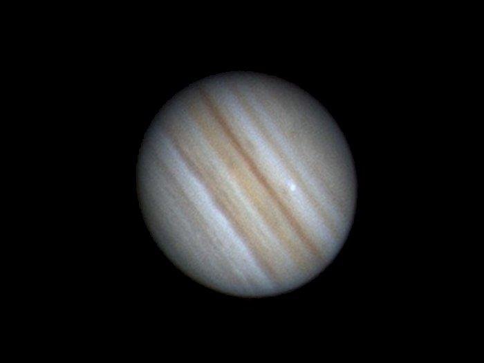 Detik-detik Asteroid Tabrak Jupiter, Ada Kilatan Cahaya  Terang di Sekitar Equator