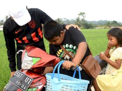 Kisah Haru Kakak-Adik Penjual Serabi Berpenghasilan Rp10 Ribu yang Ketiban Rezeki Nomplok
