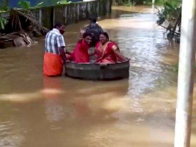 Jalanan Banjir, Pasangan India Ini ke Lokasi Pernikahan Naik Kuali
