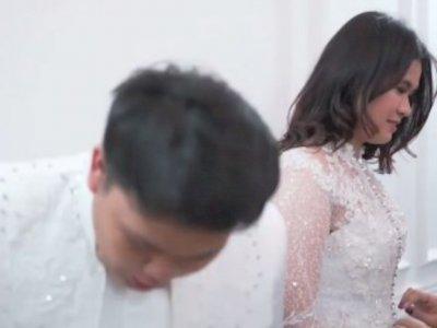 Potret Kiki Eks Coboy Junior Fitting Baju Pengantin dengan Seorang Wanita, Mau Menikah?