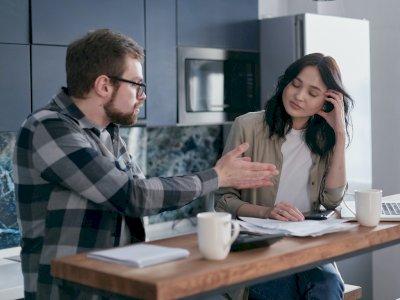 Tanda-tanda Pasangan Kamu Tidak Memiliki Hubungan Emosional Denganmu
