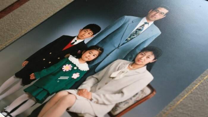 Seperti dilansir Stuff, Yasuo Takamatsu tak pernah menyerah mencari istri yang hilang 10 tahun lalu saat tsunami menerjang Kota Onagawa, Miyagi.