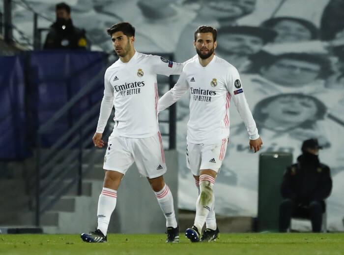 Marco Asensio dari Real Madrid merayakan gol ketiganya bersama rekan setimnya