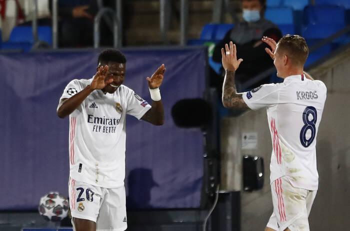 Vinicius Junior dari Real Madrid merayakan gol pertama mereka bersama Toni Kroos