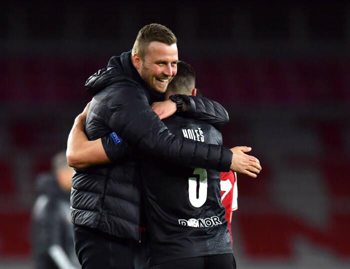 Tomas Holes dari Slavia Prague melakukan selebrasi setelah pertandingan