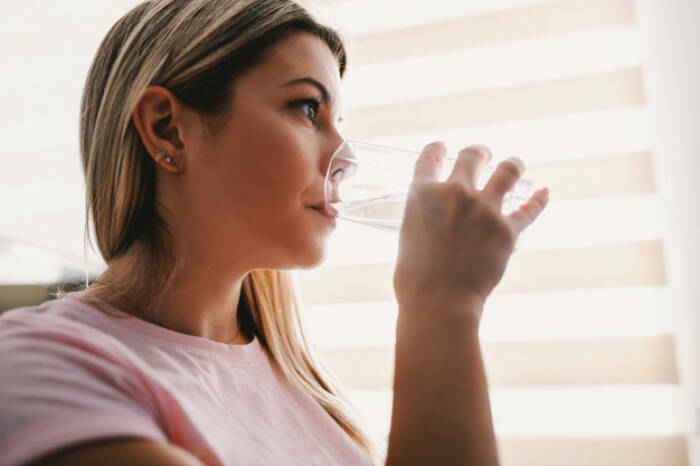 cara mengatasi bibir kering saat puasa