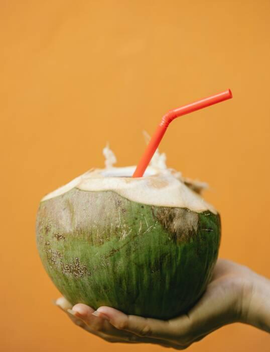 Air kelapa juga mengandung banyak nutrisi