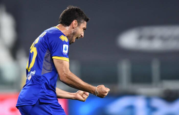 Gaston Brugman dari Parma merayakan mencetak gol pertama mereka