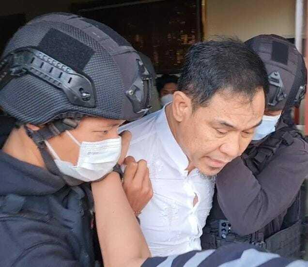 Munarman saat ditangkap polisi. (Ist0