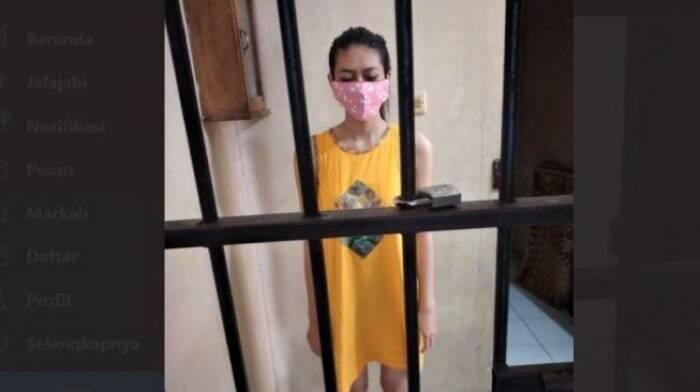 Wanita pengirim sate sianida pakai daster di dalam tahanan