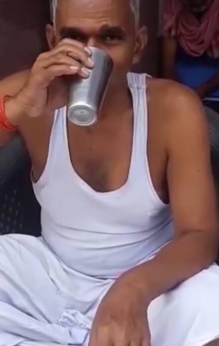 Anggota parlemen India ini minum urine sapi untuk cegah covid-19