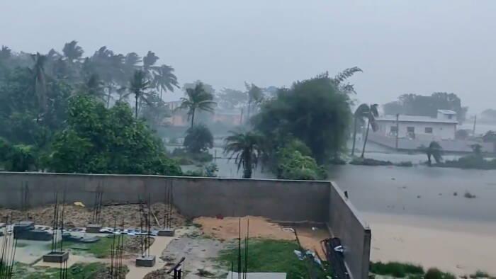 Pemandangan umum menunjukkan banjir saat Topan Yaas mendekati Bhadrak, Odisha