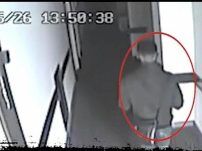 Pelaku pembunuhan wanita bugil tertangkap CCTV. (Instagram/@jurnalisjakpus).