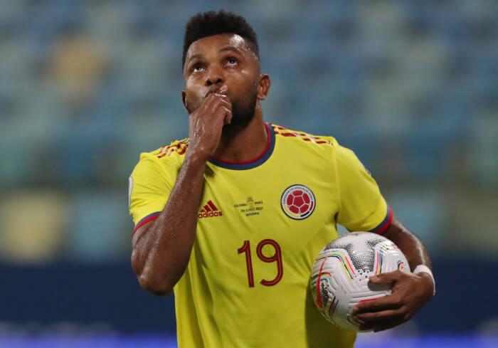 Miguel Borja dari Kolombia merayakan gol pertama mereka