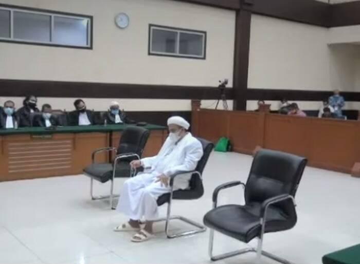 Rizieq Shihab saat divonis 4 tahun penjara. (Youtube)