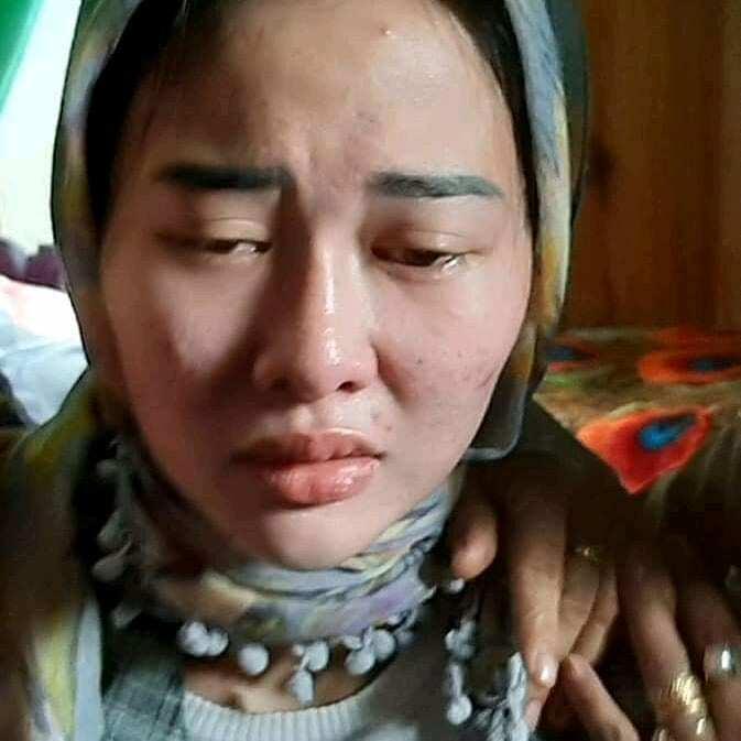 Virgita Legina Hellu saat menunjukkan mimik muka sedih saat suaminaya meninggal. (Istimewa)