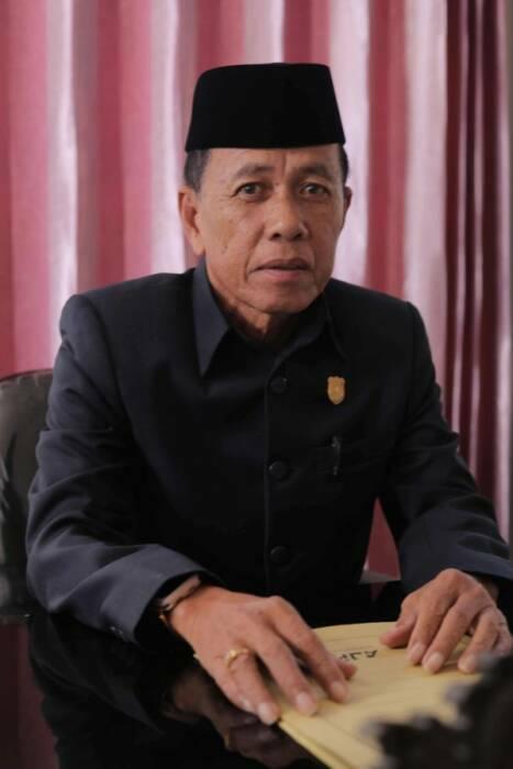 Amiruddin, anggota DPRD tembok akses rumah tahfiz Alquran
